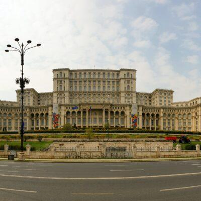Mă întorc în România